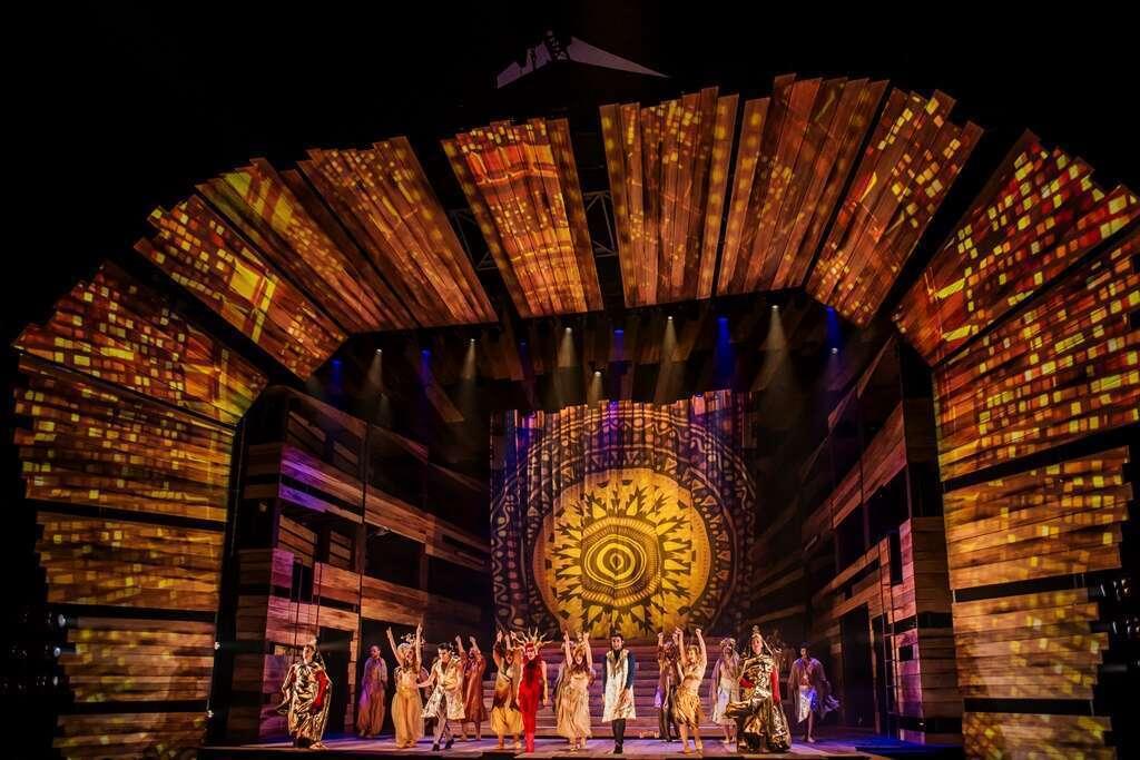 Vuelve 33 El Musical: un espectáculo aromatizado por Dejavu Brands